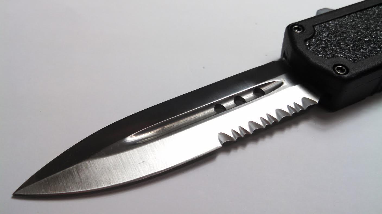 black titan 3 serrated d a otf knife